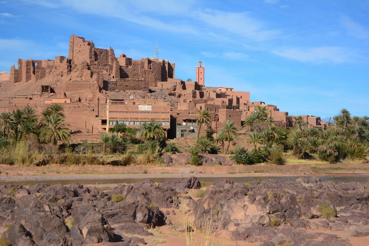 Kasbah de Tifoultoute dominant l'oued Ouarzazate