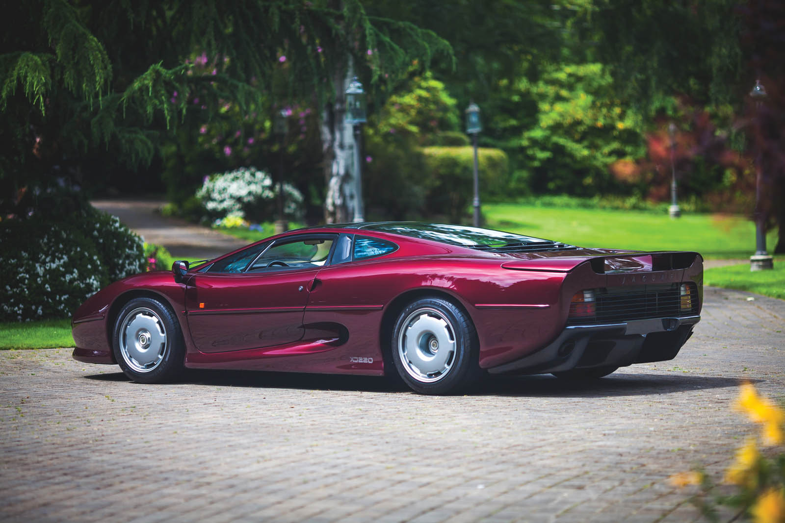 who 39 ll give this splendid jaguar xj220 a new home carscoops. Black Bedroom Furniture Sets. Home Design Ideas