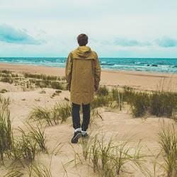 先に歩く男性心理は、好きな人への気持ちが強い