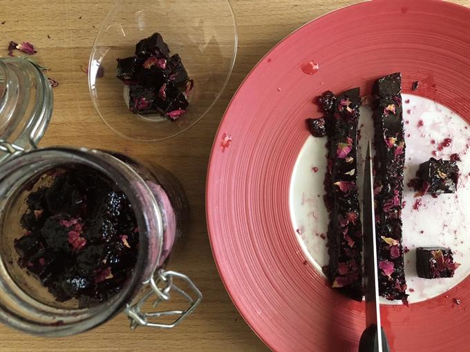 Mermelada de vino tinto con pétalos de rosa