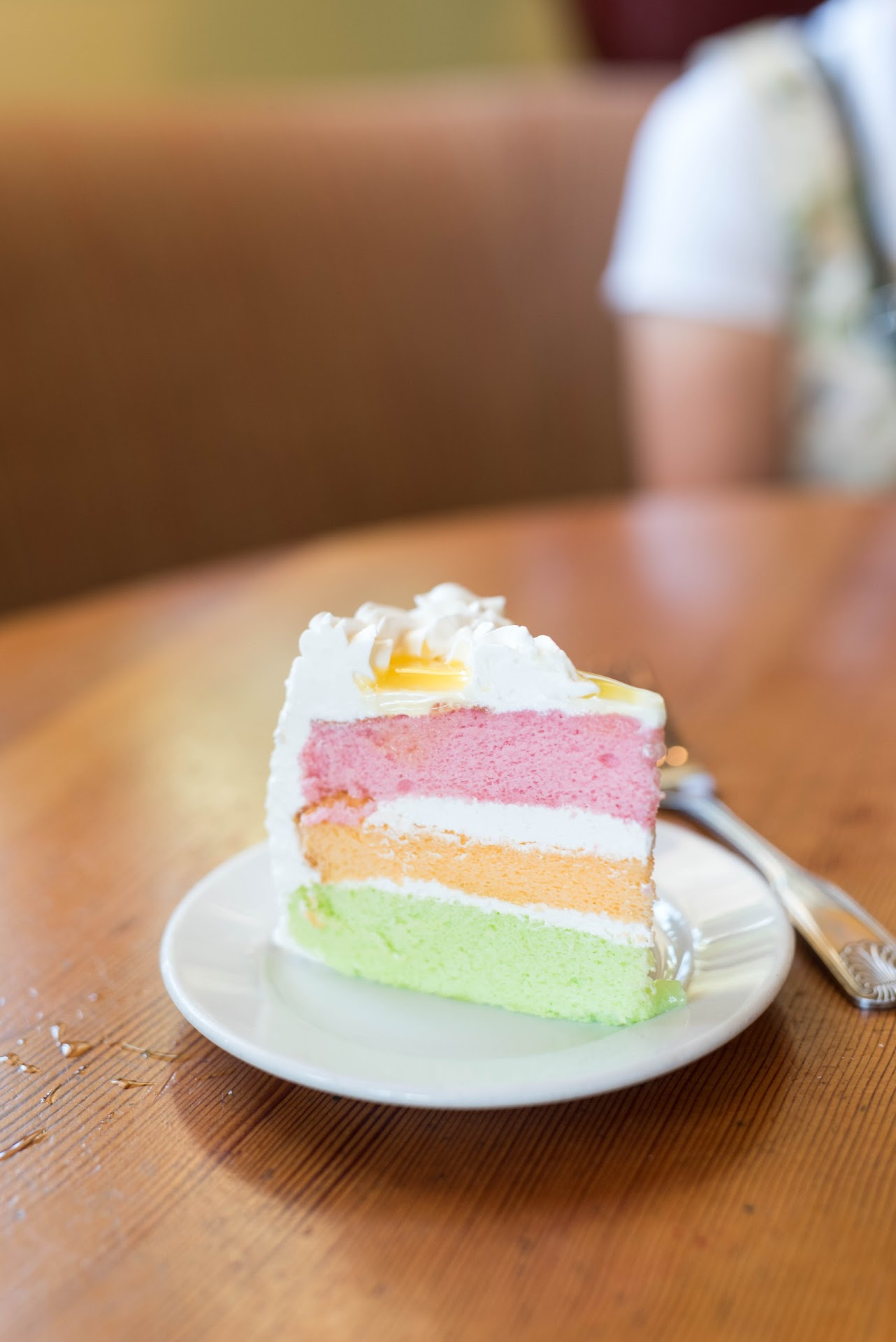 paradise cake, guava, lime, passion fruit, lilikoi, rainbow cake, layered, hawaiian bakery, best food in torrance, southern california, review, best restaurant, bakery,