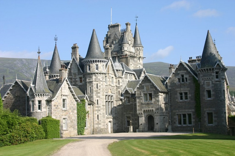 24 magical fairytale castles in scotland pg 15 travel daisy for Scottish highland castle house plans