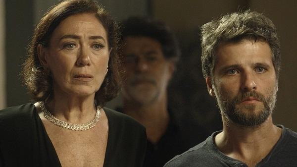 Gabriel fica chocado ao descobrir que Judith é a serial killer de Serro Azul (Imagem: Reprodução/TV Globo)