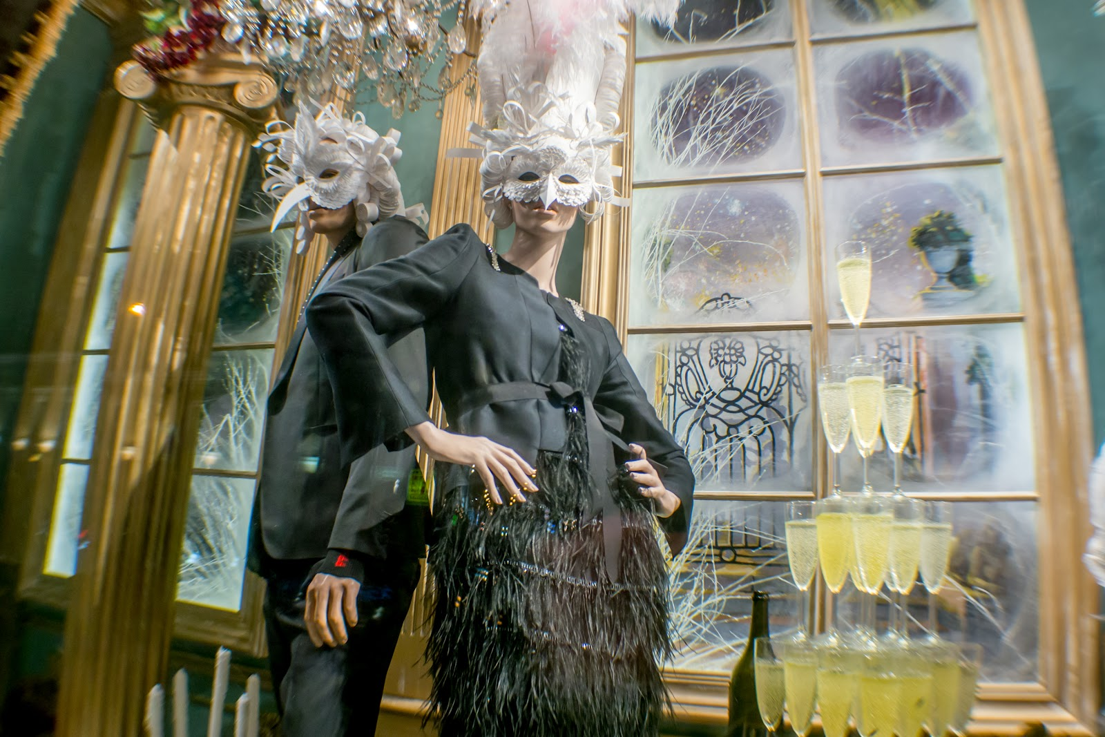 витрины магазинов, манекены и куклы