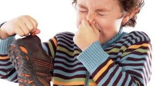 tips menghilangkan bau sepatu dengan cepat dan mudah