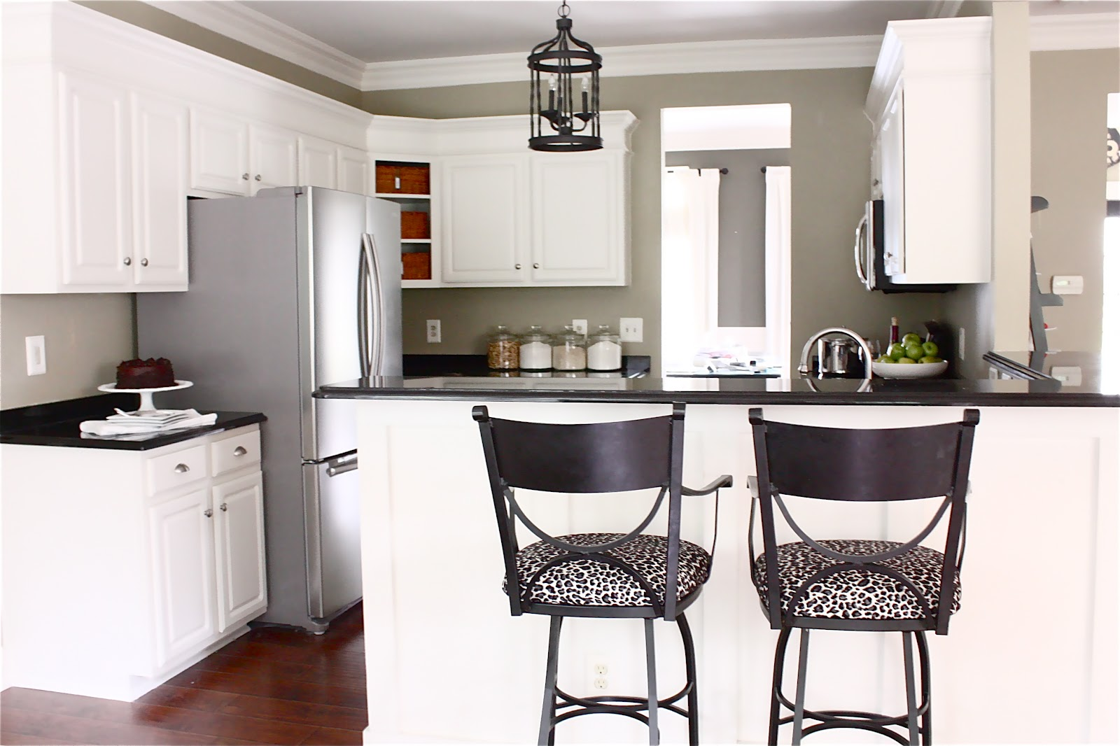 The Yellow Cape Cod: Painting Kitchen Cabinets (Painted