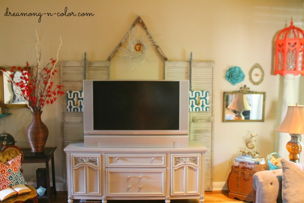 Dreamingincolor: An Inexpensive Way To Decorate A Blank Wall