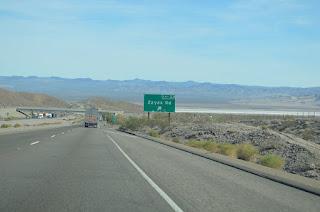 Salida a Zzyzx en la I-15. Entrando al desierto de Mojave
