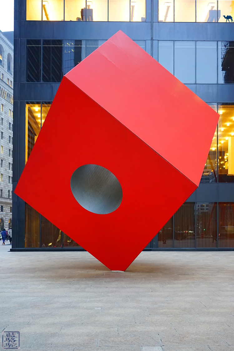 Le Chameau Bleu -  Voyage Manhattan New York Sculpture Red Cube Noguchi