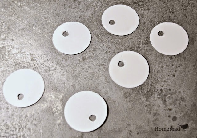 metal tags with holes for tags