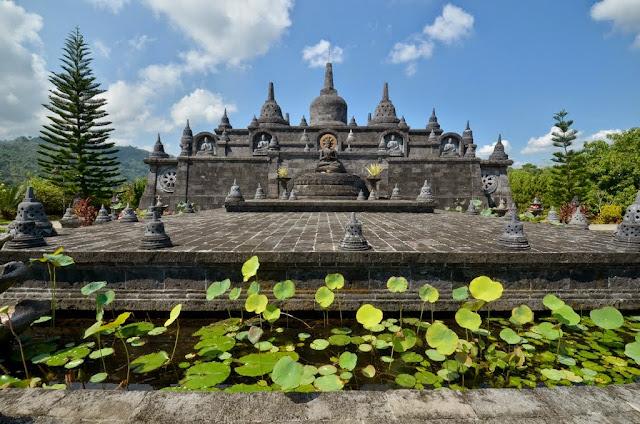 Wisata Vihara Banjar Singaraja Bali