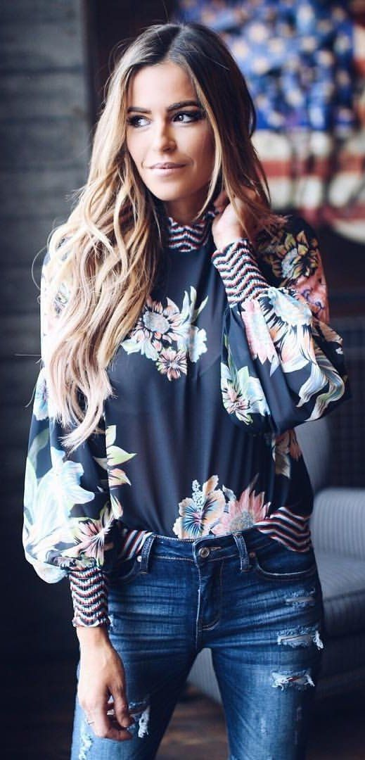 fashion trends / floral blouse and ripped jeans