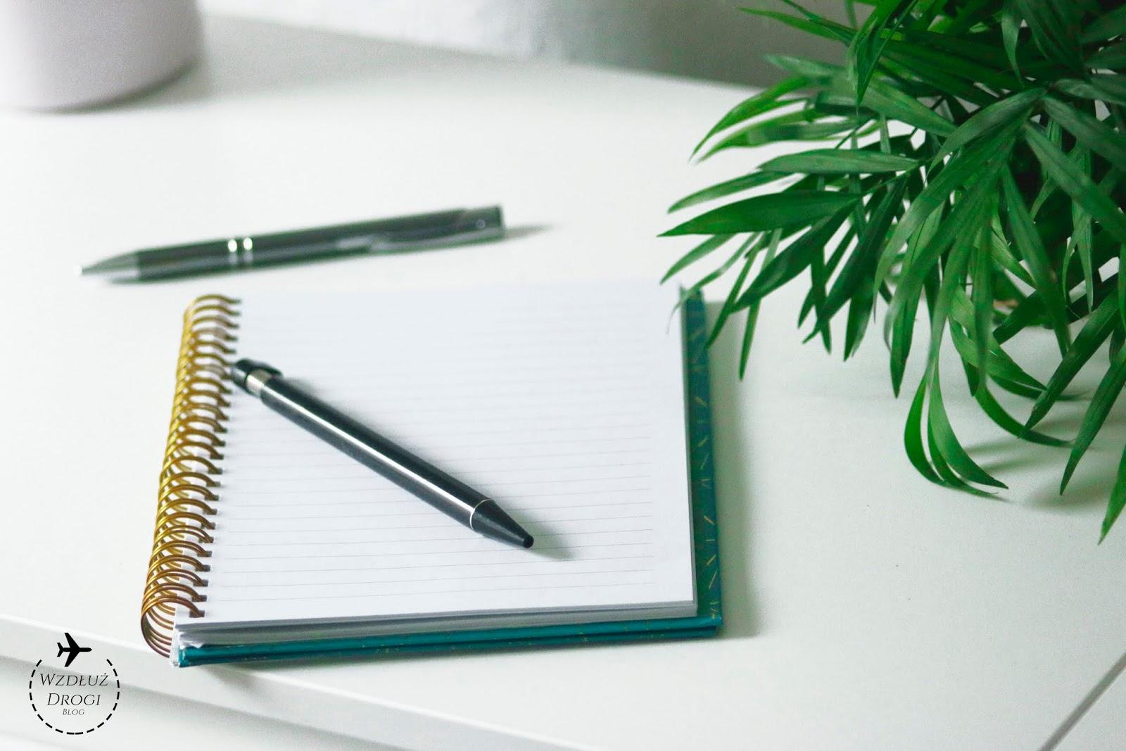 przeprowadzka, checklist, zeszyt, długopis