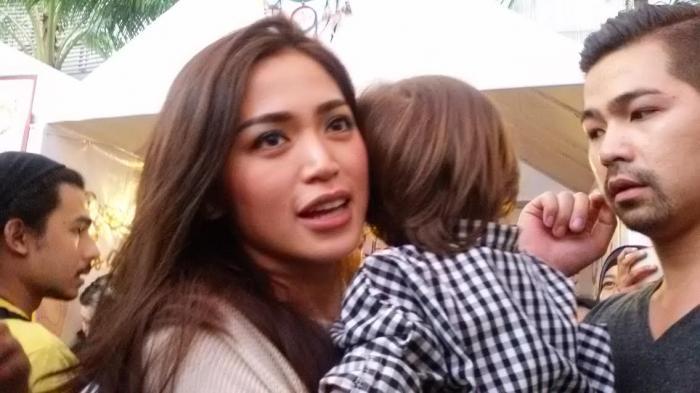 Pria yang Mau Dekati Jessica Iskandar Harus Bisa Jadi Ayah