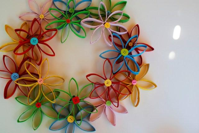jilliene designing tutorial flower wreath made from toilet paper rolls. Black Bedroom Furniture Sets. Home Design Ideas