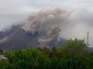 Erupsi Gunung Sinabung (Karo: Deleng Sinabung)