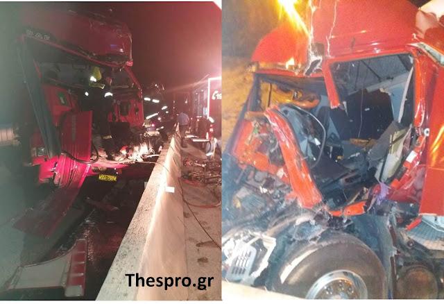 Ηγουμενίτσα: Βυτιοφόρο συγκρούστηκε με φορτηγό στην Εγνατία - Βίντεο από τον απεγκλωβισμό του οδηγού