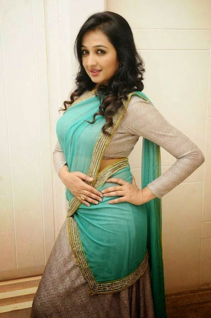 Actress Aavaana Saree Photos