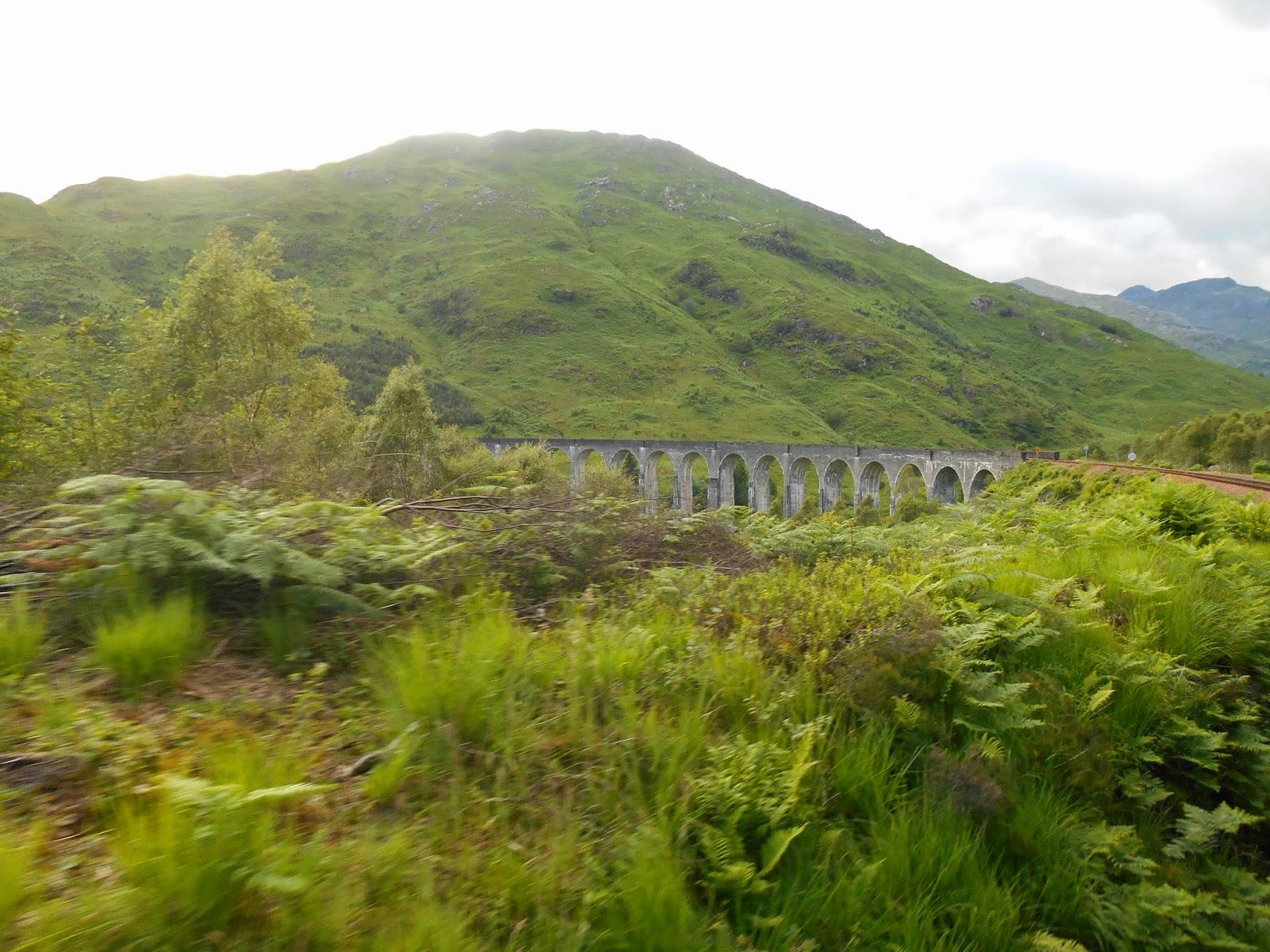 Skócia híres hídja, a Glenfinnan Viaduct, ami egy Harry Potter forgatási helyszín