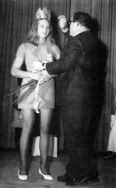 Crowning the winner in the 1970 womanless beauty pageant at Southside High School in Florence, S.C. (Source: Starla)