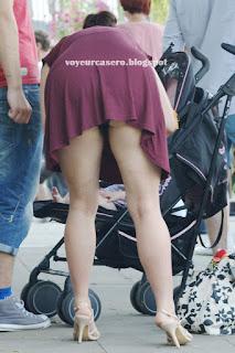chica culona agacha enseña calzon