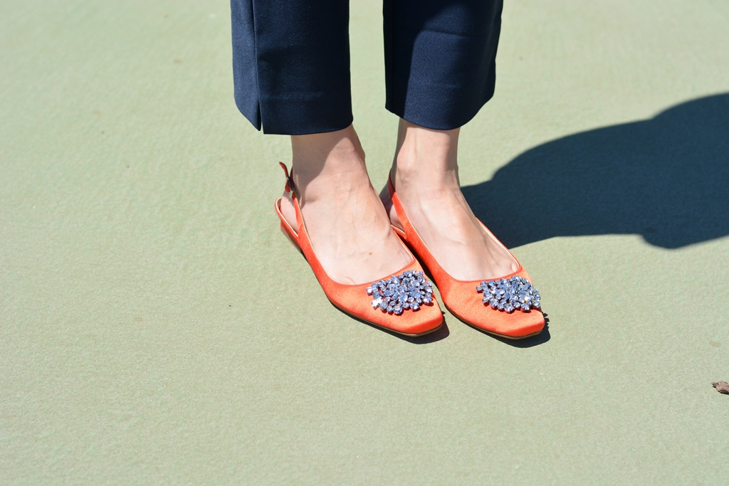 navy-outfit-orange-zara-sandals-streetstyle