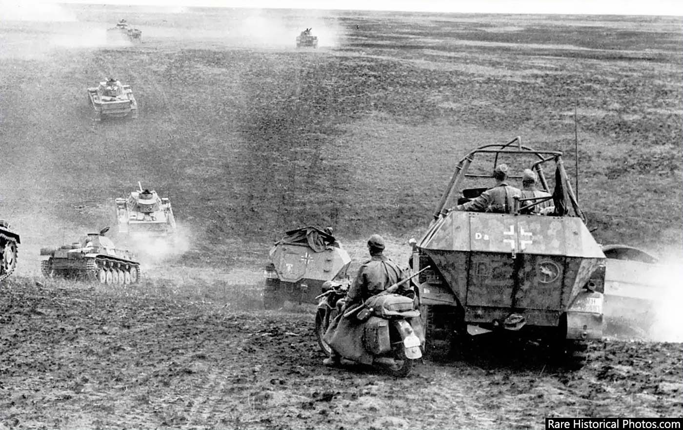 The German 24th Panzer Division moving towards Stalingrad. August, 1942.
