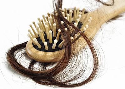 Cara Mengatasi Rambut Rontok Parah dan Berlebihan Secara Alami