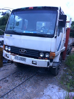 Cần bán gấp Xe tải 5 tấn cẩu thùng tự hành, Huyndai, đời 93, máy dầu, màu trắng
