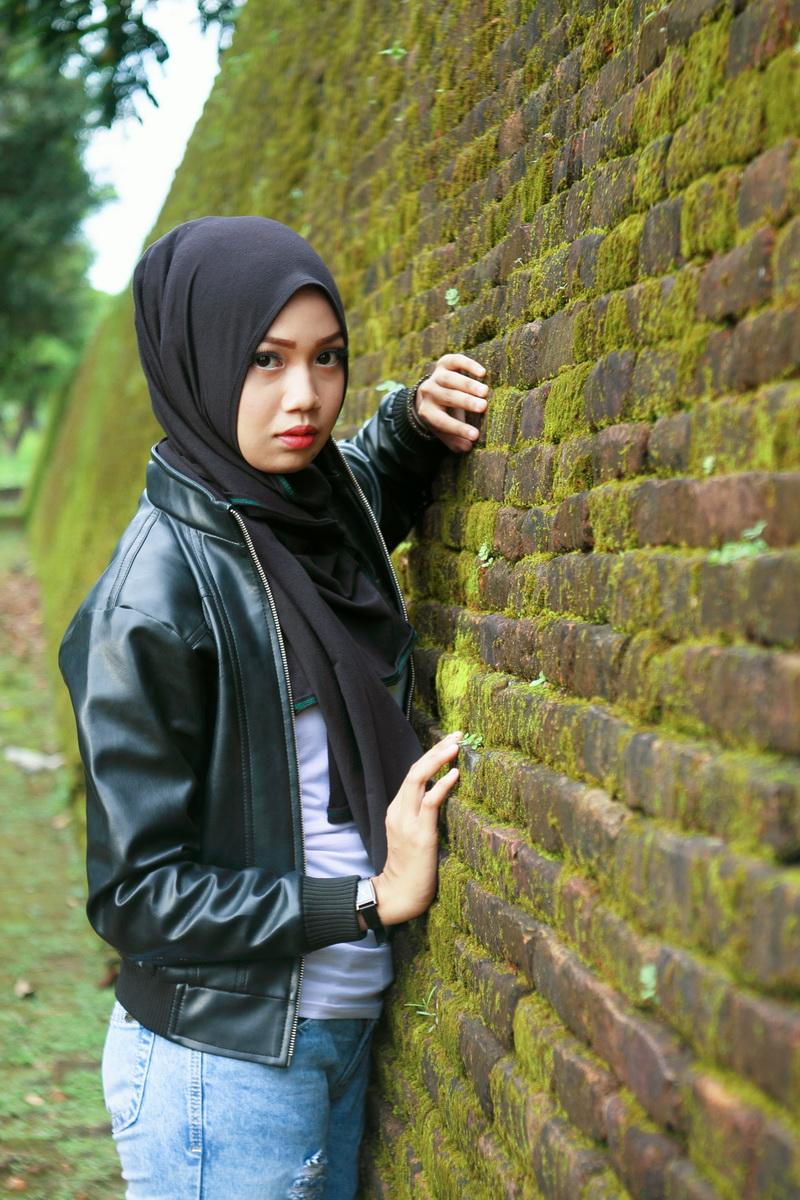 Padu pada jeans Model Cantik dengan Jilbab Trendi hijab terbaru dan cara memakainya