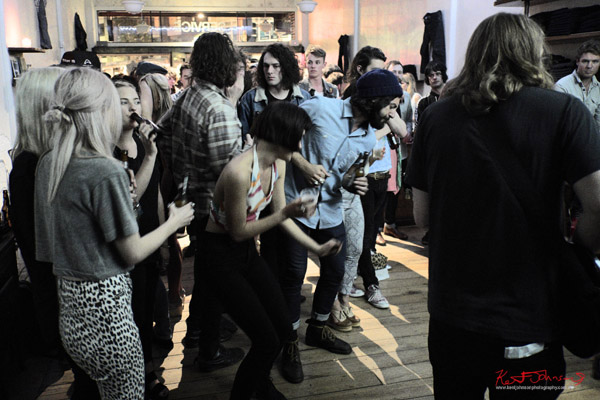 Crowd dancing, Neuw Denim - Service Party, Fujifilm X-Pro1
