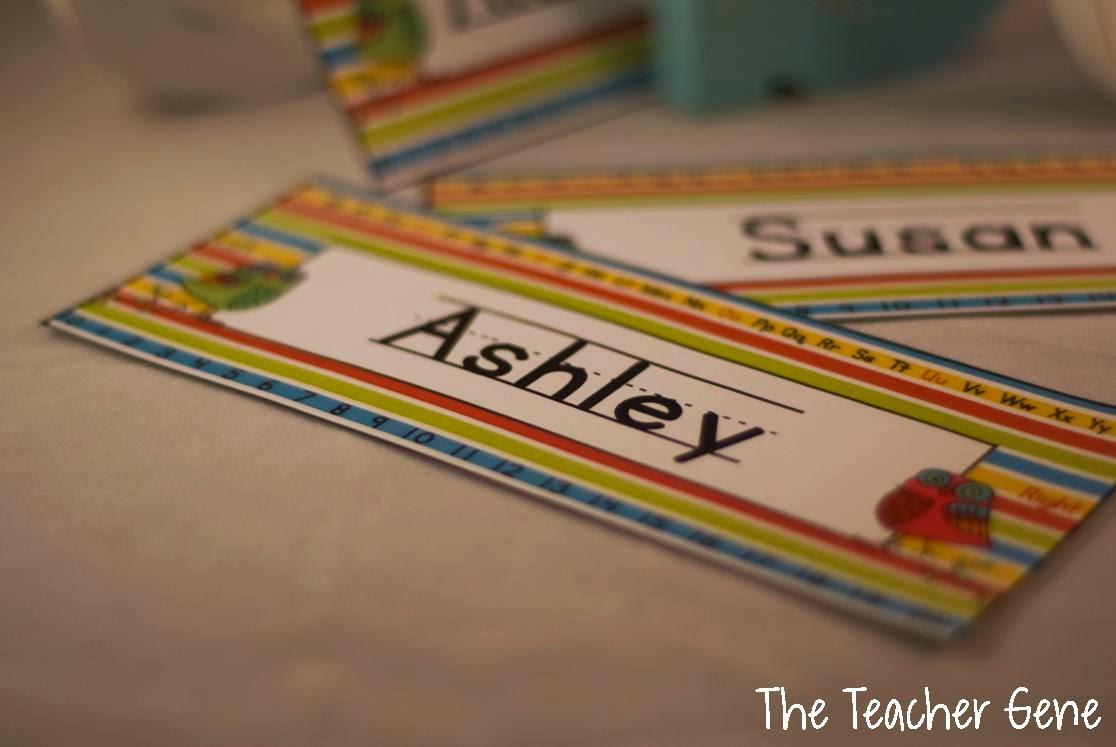 Student Name Plates: Classroom Freebies Too: Editable Name Plates