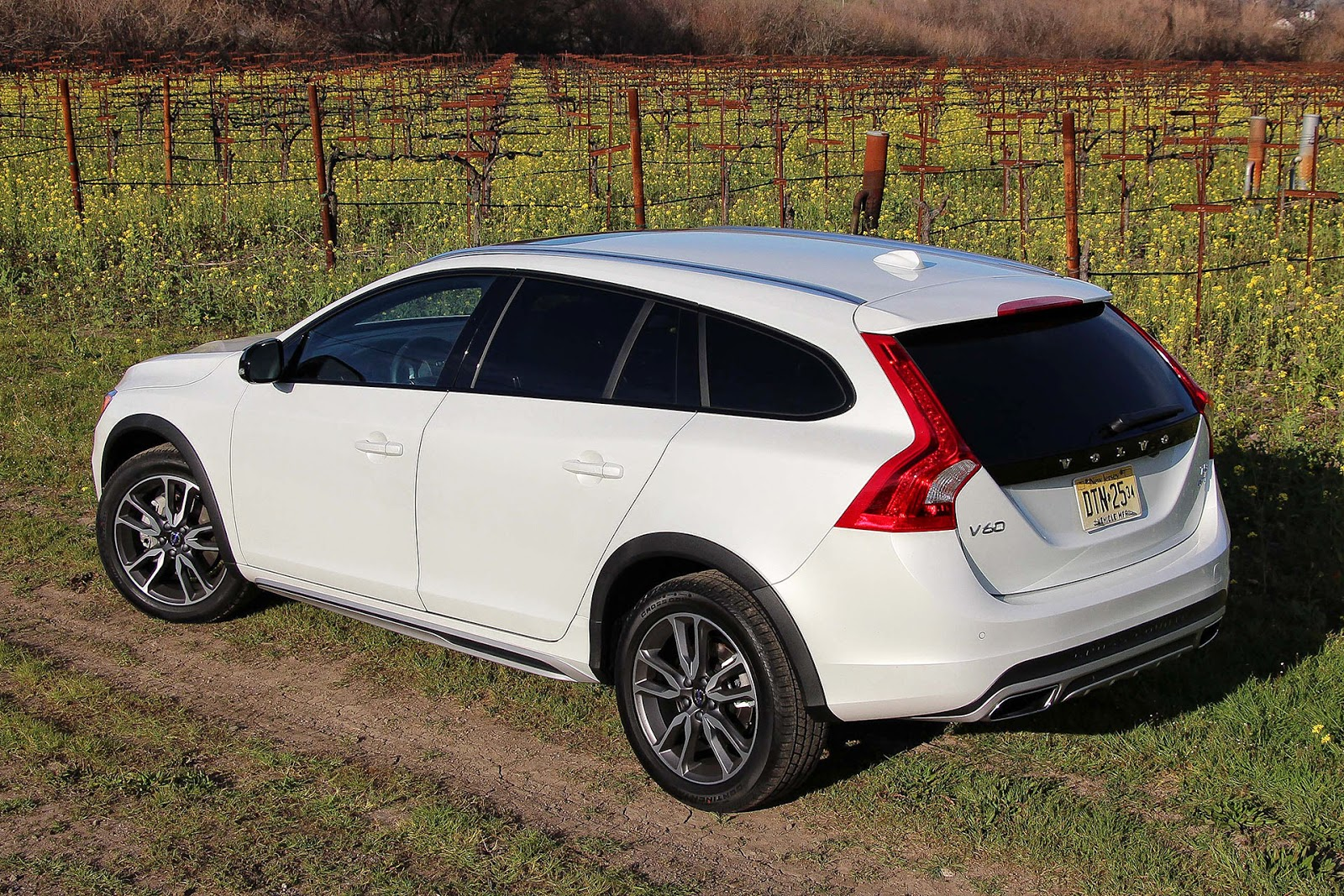 automotiveblogz volvo v60 cross country first drive. Black Bedroom Furniture Sets. Home Design Ideas
