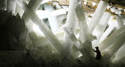 Cientistas encontram vida dentro de cristais gigantes de 50.000 anos em caverna