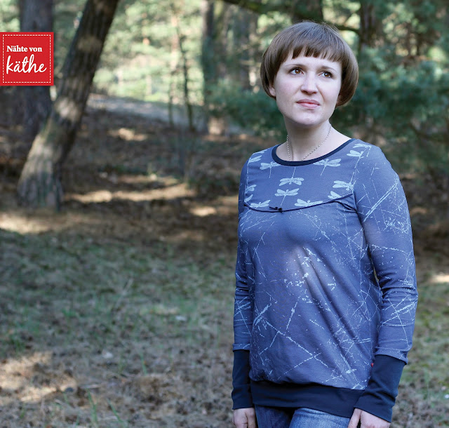 Weste Liivi von Feefee und Shirt Mrs. Bogi von Annas Country, Artefakte Libella und Bohéme in Rauchblau vom Nähstoffreich