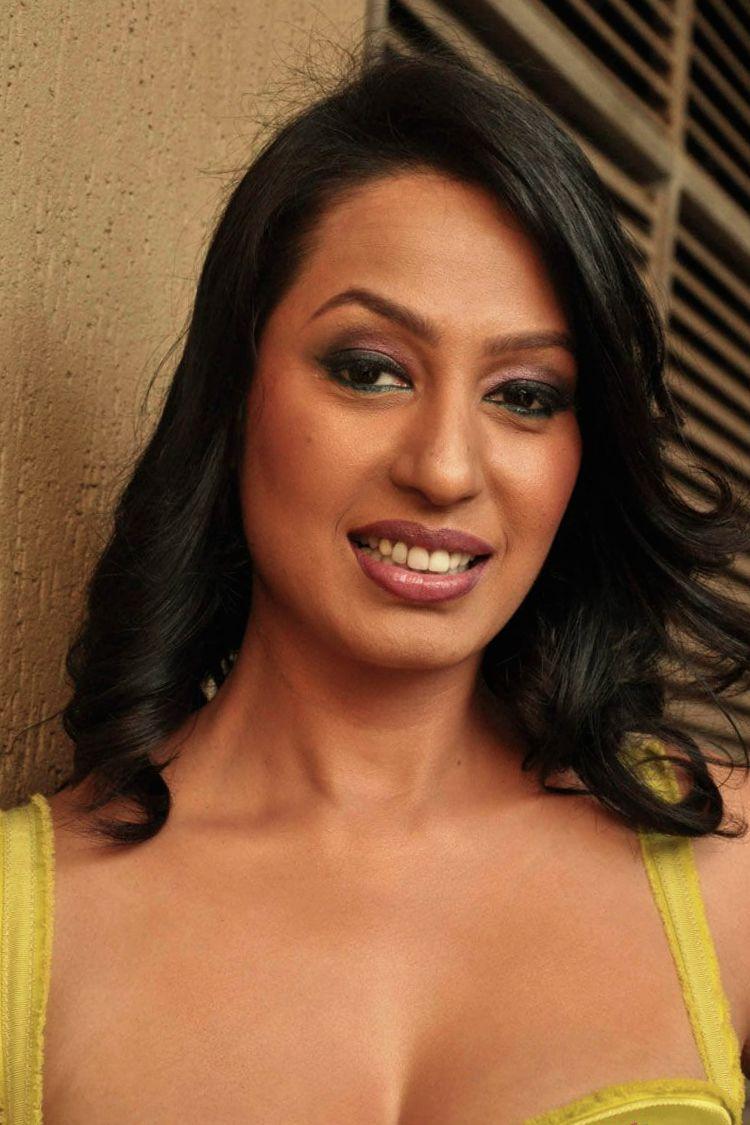 hot bollywood actress topless