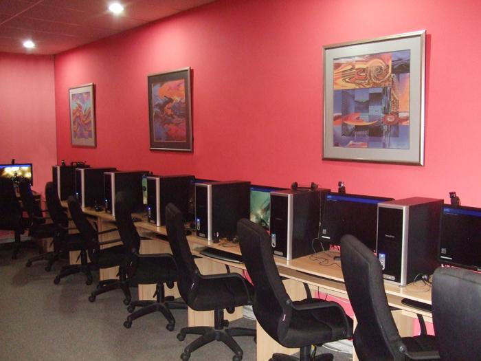 Internet Cafe Business: Computer Internet Cafe Business