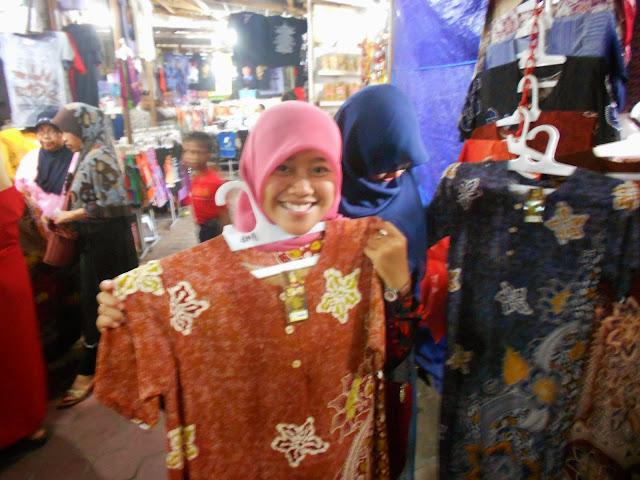 Berbelanja Daster Murah di Jalan Keluar Makam Bung Karno