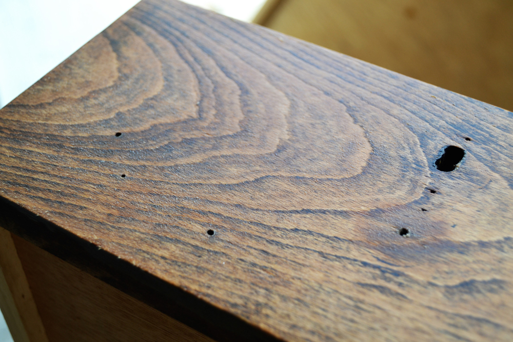 Antes y después de un escritorio engendro, sí hasta un mueble extraño puede quedar bien, si le damos una segunda oportunidad.
