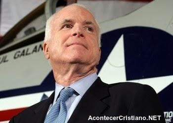 John McCain pide a Obama ocupar militarmente Venezuela