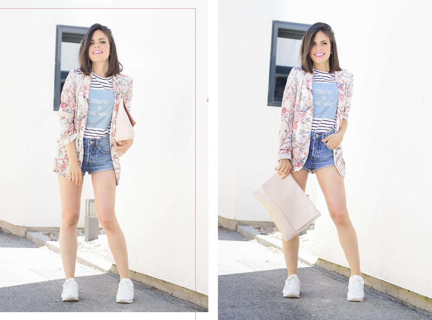 Look con blazer de flores y shorts de Zara