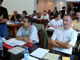 Festival International de Scrabble Francophone Roumanie Poiana Brasov 2004 - Sala, Jacki Parpillon si Jean-Claude Bosse