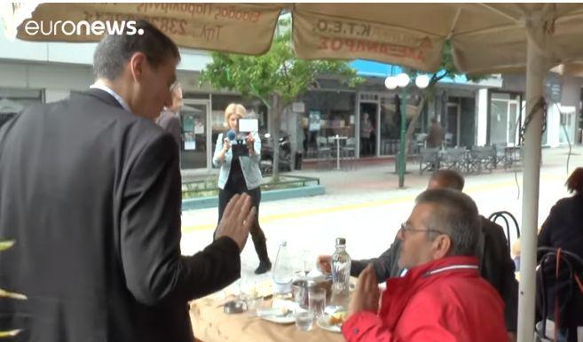 «Μη με ακουμπάς, θα με λερώσεις…κοπριά»! «Κράξιμο» άνευ προηγουμένου στον Γιαννούλη στα Γιαννιτσά (VIDEO)