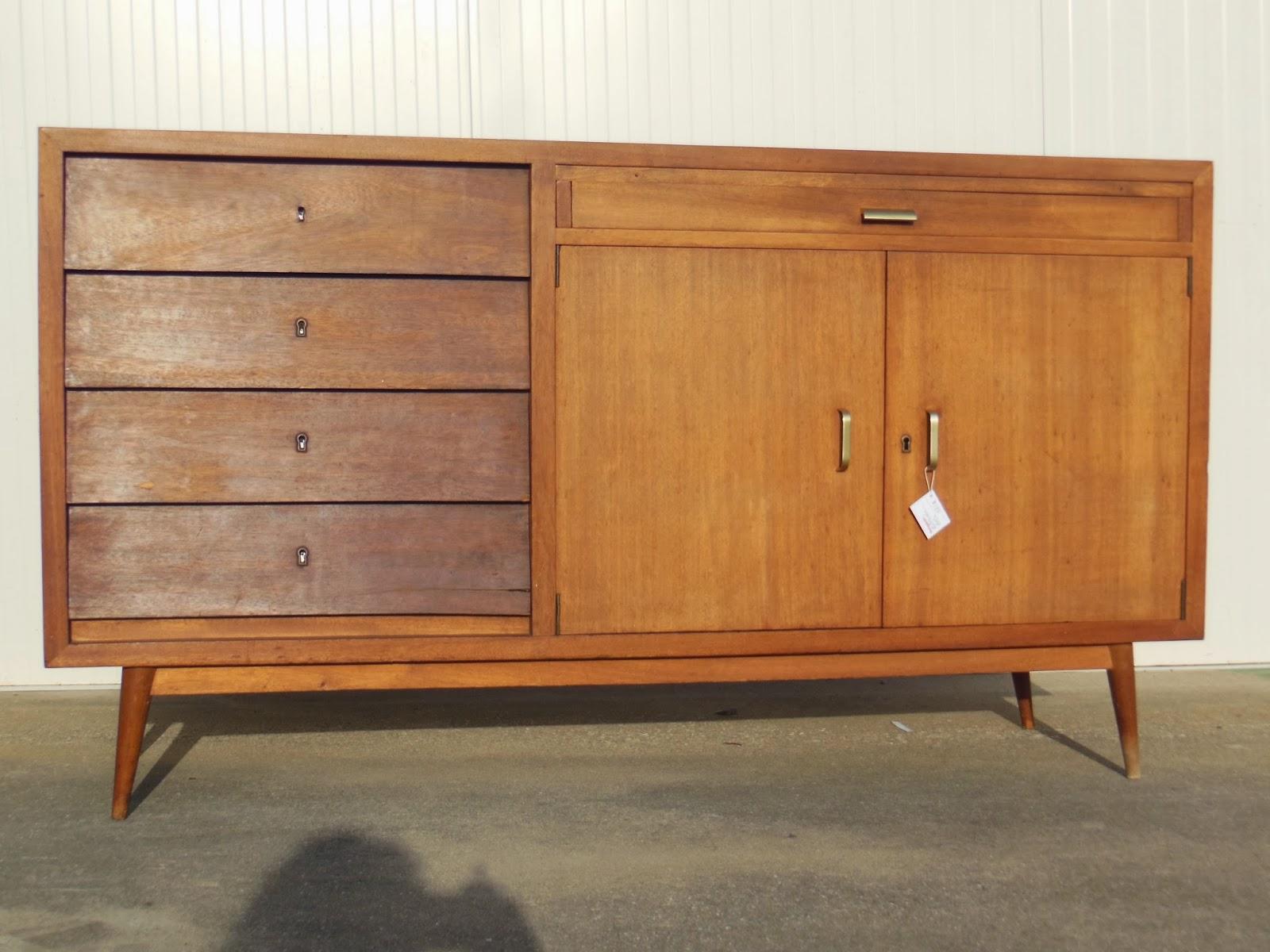 Aparador vintage em madeira de tola e gavetas folheadas em sucupira  #9A6231 1600x1200