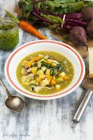 Zupa warzywna z botwinką