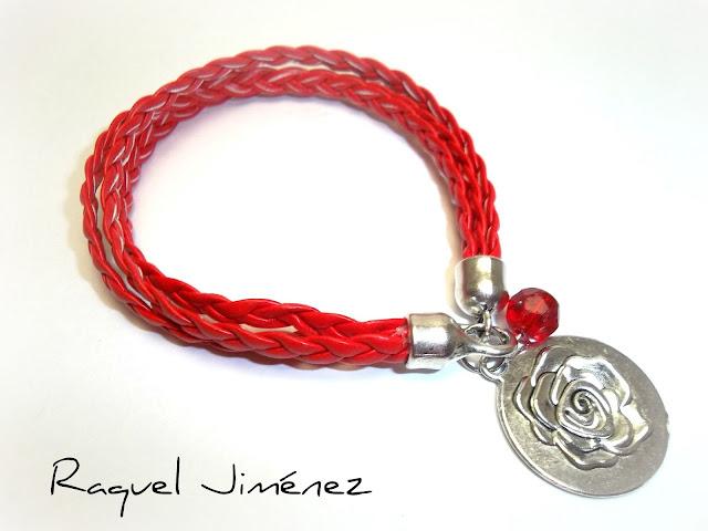 Pulsera con flor y cuero rojo