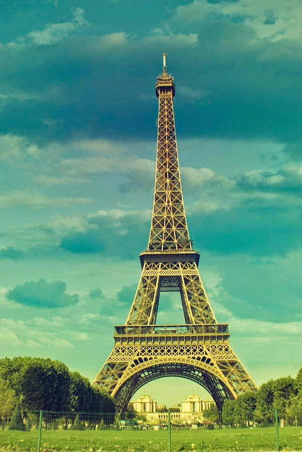 Tower WallpapersHD Paris Eiffel Evening WallpaperEiffel In EveningEiffel Snow Keyboard For AndroidEiffel Sun Burst