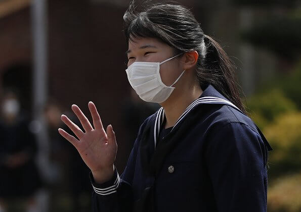Princess Aiko, the only child of Emperor Naruhito and Empress Masako, graduated from high school. coronavirus mask