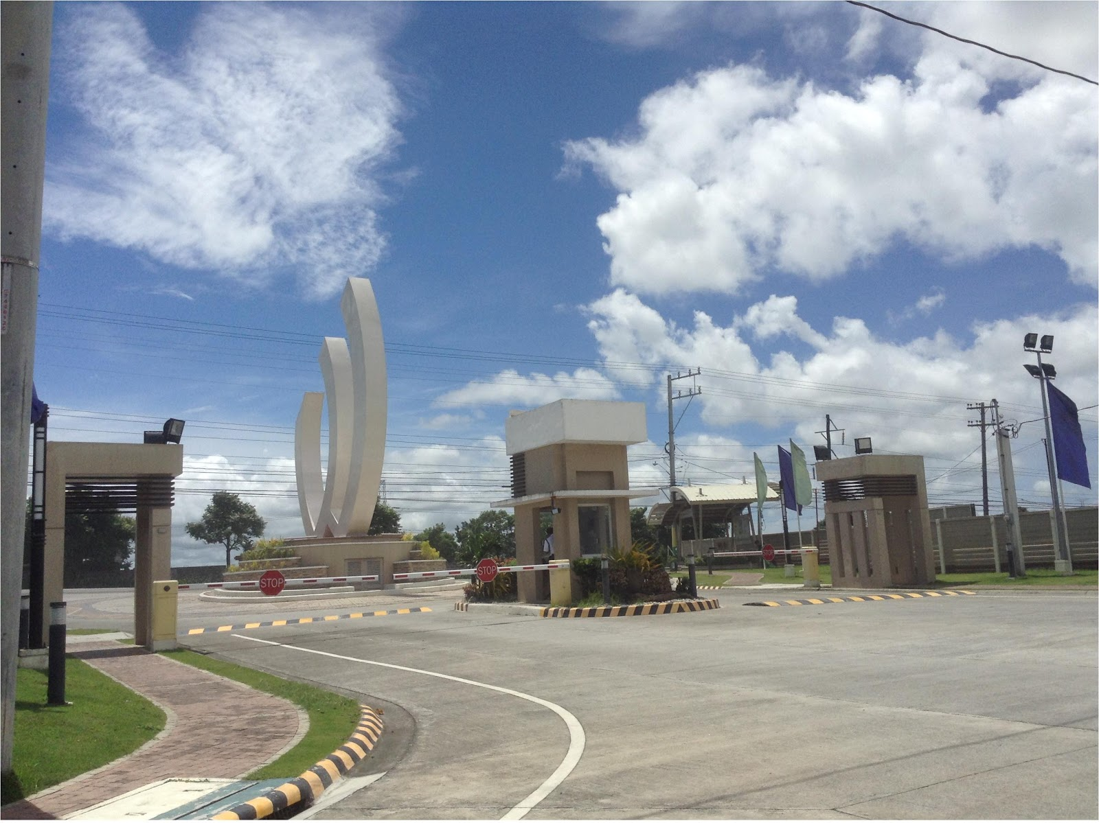 The beautiful properties in the philippines the for Grand entrances