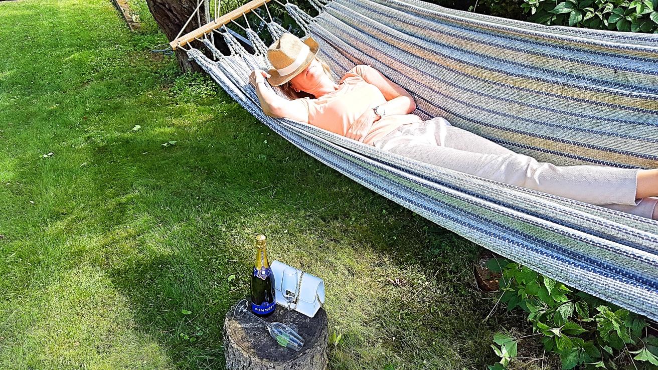 champagner zum fr hst ck batterien aufladen. Black Bedroom Furniture Sets. Home Design Ideas